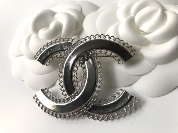 channel site x silver chanel the product pearl side club cc brooch