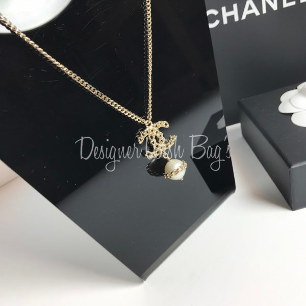 chanel necklace. chanel necklace cc and pearl c